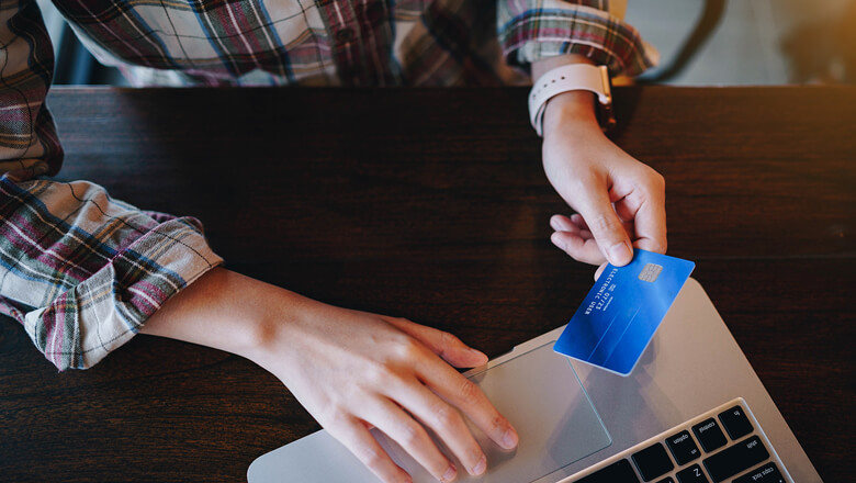 person holding blue credit card